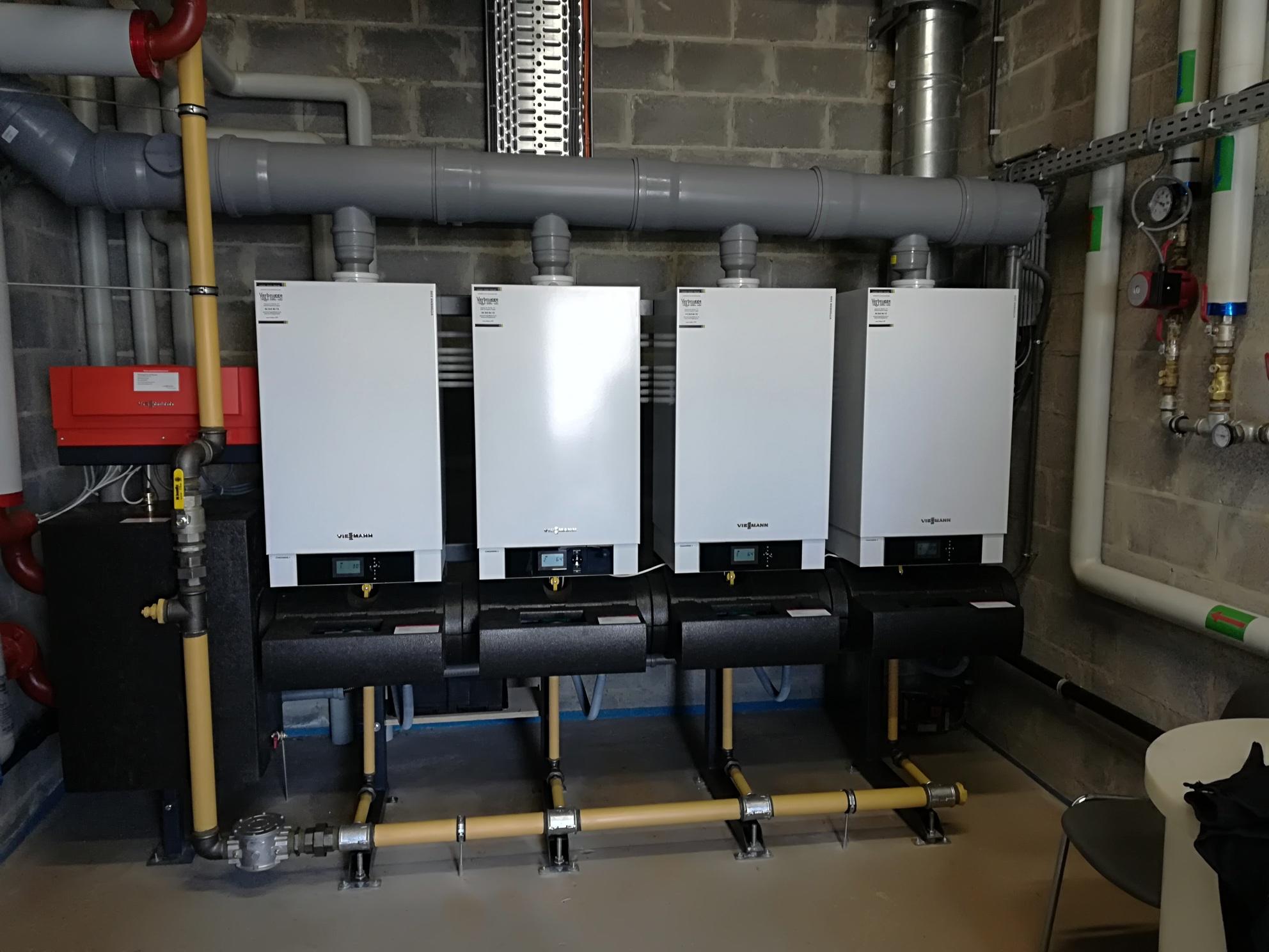 Installation de chaudières gaz naturel à condensation VIESSMANN en cascade